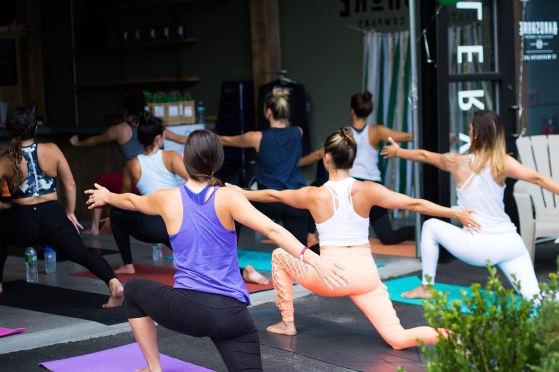 Practica de Jivamukti yoga
